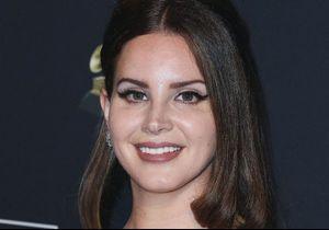Grammys 2020 : Lana Del Rey avoue avoir acheté sa robe au supermarché