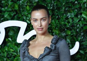 Irina Shayk : elle ne quitte plus ce nouvel it-bag