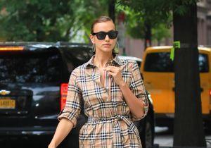 Irina Shayk ose cette paire de chaussures surprenante pour un look d'automne canon