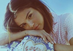 On valide le look nineties de Selena Gomez