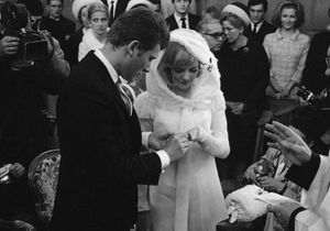 Sylvie Vartan : où est passée la robe de son mariage avec Johnny ?