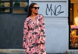 Street style : comment porter la robe rose ?