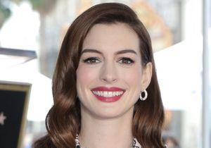 Anne Hathaway : son look seventies nous fait envie