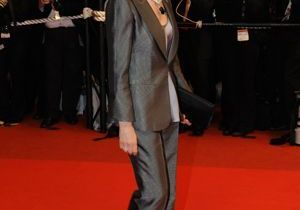 Cannes : Isabelle Huppert revisite le costume d'homme