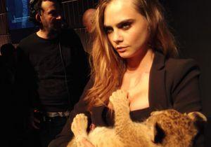 Cara Delevingne et son lionceau dans les bras pour Tag Heuer