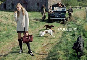 Cara Delevingne remplace son lapin Cecil dans la nouvelle campagne Mulberry
