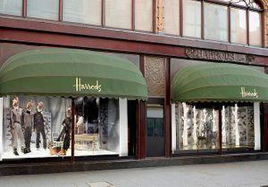 Chanel habille les vitrines d'Harrods à Londres