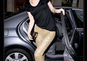 Eva Herzigova ose le pantalon à paillettes dorées !