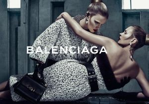Exclu : toutes les images de la nouvelle campagne Balenciaga avec Kate Moss et Lara Stone