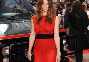 Jessica Biel enflamme le red carpet de Londres