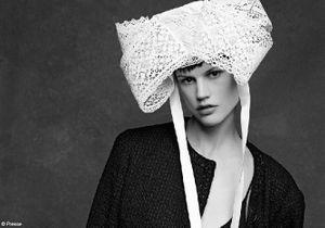 Karl Lagerfeld et Carine Roitfeld rendent hommage à la petite veste noire Chanel