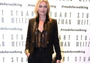 Kate Moss et son chemisier transparent à la Fashion Week de Milan
