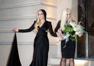 Lady Gaga émue aux larmes par le défilé couture Versace