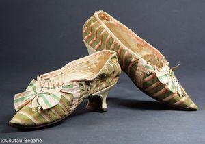 Les escarpins de Marie-Antoinette vedettes d'une vente aux enchères