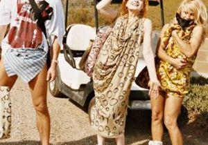 Pamela Anderson défile à Paris pour Vivienne Westwood