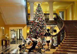 Un sapin de Noël signé Alber Elbaz à l'hôtel Claridge's