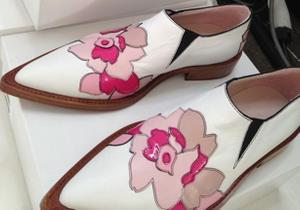 Victoria Beckham veut qu'on porte des chaussures plates