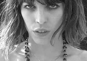 Vidéo : Lou Doillon se met à nu pour Ricardo Tisci