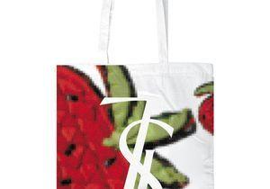 Yves Saint Laurent : distribution parisienne gratuite des sacs Manifesto !
