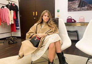 Comment s'habiller pour un défilé ? Monica Ainley de la Villardière sait !
