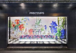 #ELLEFashionSpot : Prada installe son univers romantique au Printemps