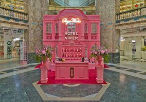 #ElleFashionSpot : Roger Vivier investit les Galeries Lafayette Champs-Elysées jusqu'à la rentrée