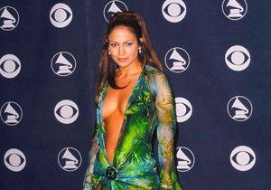 Versace dévoile une basket inspirée de l'iconique robe de Jennifer Lopez aux Grammy Awards de 2000
