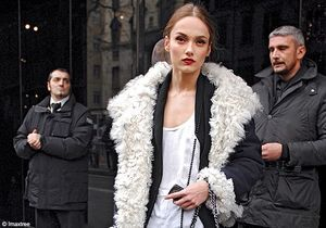 Street Style : la peau lainée superstar chez les tops