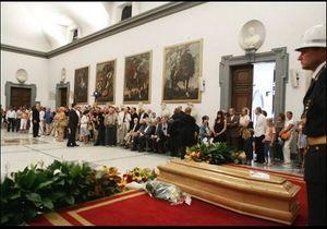 Italie: des centaines de personnes aux funérailles d'Antonioni