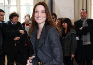 A Cannes, Carla Bruni fait vendre