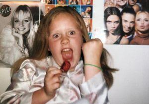 Reconnaissez-vous cette célèbre chanteuse fan des Spice Girls lorsqu'elle était enfant ?