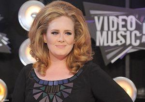 Adele: ses confessions sur son opération et Karl Lagerfeld!