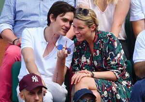Alain-Fabien Delon très proche de la petite-fille de Charlie Chaplin à Roland-Garros