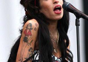 Amy Winehouse agresse un homme dans l'avion