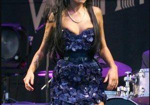Amy Winehouse, huée par le public