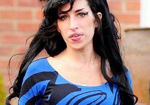 Amy Winehouse, trop junkie pour se baigner