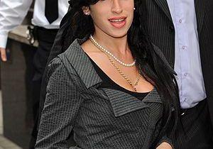 Amy Winehouse, trouvée dans son lit avec son ex par son père