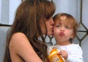 Angelina Jolie nous présente ses jumeaux !