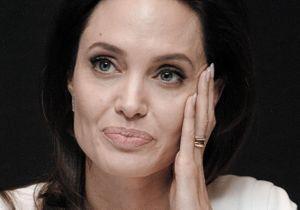 Angelina Jolie pleure suite au message d'une fan française