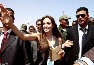 Angelina Jolie rend visite aux réfugiés libyens