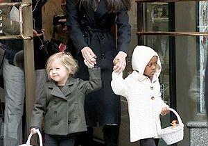 Angelina Jolie s'offre une virée entre filles !