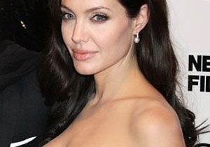 Angelina Jolie : ses jumeaux dans la peau !