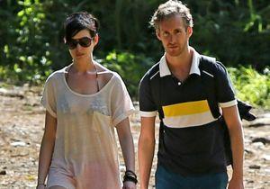 Anne Hathaway manque de se noyer à Hawaï