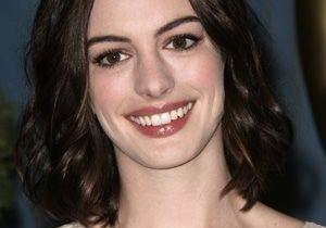 Anne Hathaway : une mauvaise expérience avec de l'autobronzant
