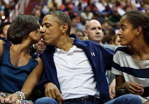 Baiser sur grand écran entre Michelle et Barack Obama