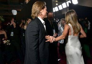 Brad Pitt et Jennifer Aniston  aux SAG Awards : cette photo où ils se tiennent la main casse Internet