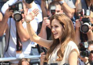 Cannes 2011 : Angelina Jolie crée l'émeute à son arrivée