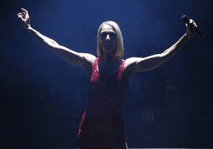 Céline Dion partage une vidéo d'un confiné qui joue «My heart will go on» pour ses voisins : frissons garantis