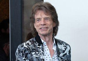 Confiné dans son château français, Mick Jagger se met en scène et parodie ses occupations