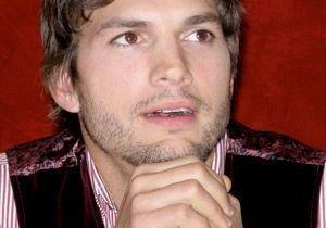 Défi Twitter : Ashton Kutcher tient sa promesse